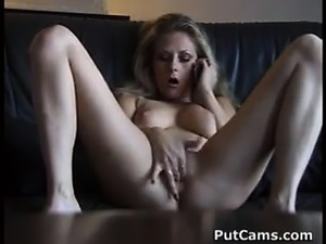 MILF Gets Wet From Phone Sex