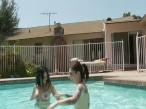 Angel Joanna eating pussy in pool free