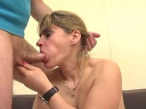 The husband of Carole had a wish. This one was to see his wife being anal...