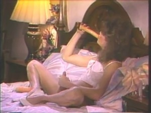 Vintage tv enjoys her dildo