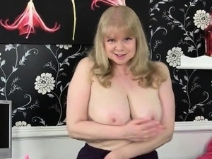 British milf Lulu makes Mondays at the office more enjoyable