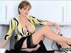 Unfaithful british mature lady sonia flaunts her massive bre