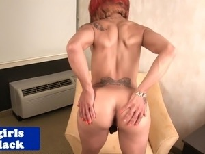 Pornstar tgirl Yandie Lee fingers her ass