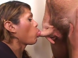 Bigtitted tranny Melany (T) Gives the oral-fuck And has Her rearend banged