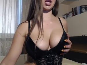 Pretty abundant slut with Polish webcams