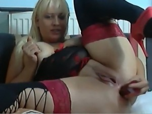 Webcam wet blonde mature in red heels