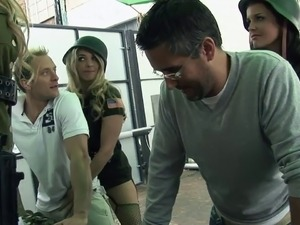 Lucky dudes get blown by some hot army girls