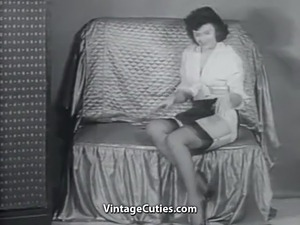 Sexy Mature Lady in Stockings Undresses (1950s Vintage)