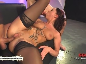 Tatttoed MILF gets her daily sperm dose before anal - Extrem