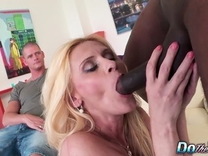Wild mature wife in stockings gets sexually fulfilled by a black bull
