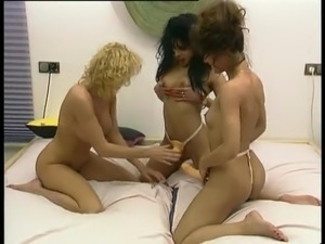 Two Girls plus one Girl have Lesbian Fun