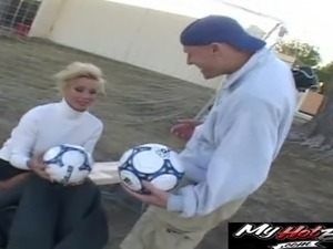 Blonde soccer mom wants to ride a guy's huge love tool