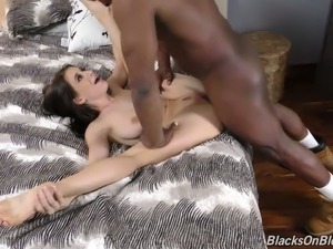 Hunky black stud gives no mercy to Lana Rhoades' tight pussy hole