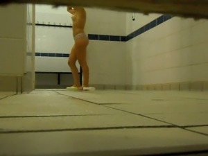 Nice hidden cam vid of well shaped bootyful babe taking a shower